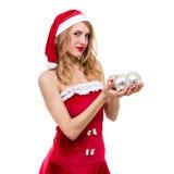 Mooie jonge glimlachende vrouw met Kerstmisdecoratie tegen geïsoleerd wit royalty-vrije stock fotografie