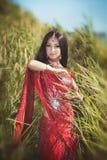 Mooie Indische vrouw bellydancer. Arabische bruid. Stock Afbeeldingen