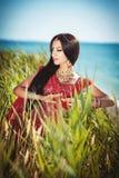 Mooie Indische vrouw bellydancer. Arabische bruid. Stock Foto