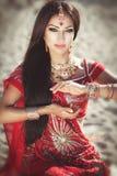 Mooie Indische vrouw bellydancer. Arabische bruid Stock Foto's