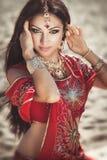 Mooie Indische vrouw bellydancer. Arabische bruid Royalty-vrije Stock Foto's