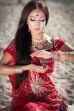 Mooie Indische vrouw bellydancer. Arabische bruid. Royalty-vrije Stock Foto's