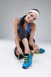 Mooie jonge joggingvrouw. Geïsoleerd over witte achtergrond (c Stock Afbeeldingen