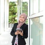 Mooie jonge moslimonderneemsters Royalty-vrije Stock Foto