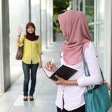 Mooie jonge moslimstudent Stock Foto's