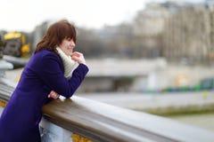 Mooie jonge toerist in Parijs Royalty-vrije Stock Foto