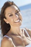 Mooie Jonge Vrouw in de Haar Jaren '30 bij het Strand Royalty-vrije Stock Foto's