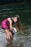 Mooie jonge vrouw in de rivier royalty-vrije stock foto's
