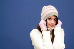 Mooie jonge vrouw in de winterkleding stock foto's