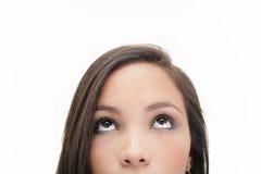 Mooie jonge vrouw die omhoog kijken royalty-vrije stock afbeelding