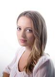 Mooie jonge vrouw die op wit wordt geïsoleerdo Royalty-vrije Stock Foto's