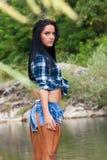 Mooie jonge vrouw die zich door de rivier bevinden royalty-vrije stock afbeeldingen