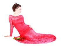 Mooie jonge vrouw in een rode avondjurk royalty-vrije stock afbeeldingen