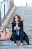 Mooie jonge vrouw in een trap Royalty-vrije Stock Foto