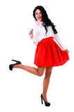 Mooie jonge vrouw in een witte blouse en een korte rode rok Stock Foto