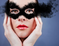 Mooie jonge vrouw in masker. Royalty-vrije Stock Foto