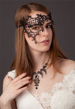 Mooie jonge vrouw in masker royalty-vrije stock foto