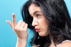 Mooie jonge vrouw met contactlens Royalty-vrije Stock Afbeeldingen