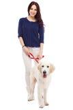 Mooie jonge vrouw met een hond Stock Afbeeldingen