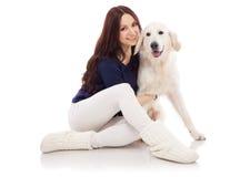 Mooie jonge vrouw met een hond royalty-vrije stock foto's