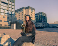 Mooie jonge vrouw met haar saxofoon Stock Foto