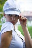 Mooie jonge vrouw met hoed royalty-vrije stock fotografie