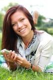 Mooie Jonge Vrouw met Hoofdtelefoons royalty-vrije stock foto's
