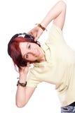 Mooie jonge vrouw met hoofdtelefoons Stock Foto's