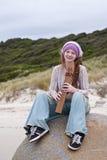 Mooie jonge vrouw met houten fluit Royalty-vrije Stock Afbeelding