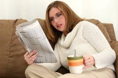 Mooie Jonge Vrouw met Kop van Koffie Royalty-vrije Stock Afbeelding