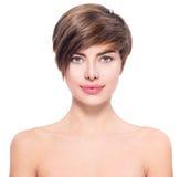 Mooie jonge vrouw met kort haar stock afbeelding