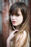 Mooie jonge vrouw met lang haar royalty-vrije stock fotografie