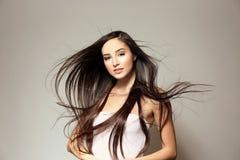 Mooie jonge vrouw met lang recht haar stock afbeeldingen