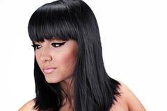Mooie jonge vrouw met recht donkerbruin haar Stock Foto's