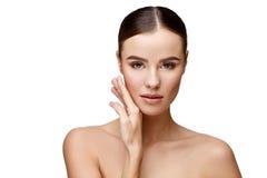 Mooie jonge vrouw met schone verse huid royalty-vrije stock foto