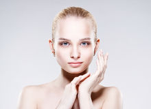 Mooie jonge vrouw met schone verse huid Royalty-vrije Stock Afbeelding