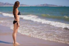 Mooie jonge vrouw op een bikini Royalty-vrije Stock Foto