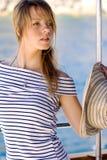 Mooie jonge vrouw op een rondvaart Royalty-vrije Stock Foto