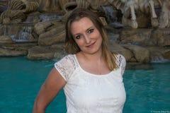 Mooie jonge vrouw openlucht Royalty-vrije Stock Afbeelding