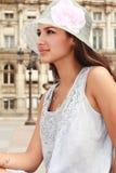 Mooie Jonge Vrouw in Parijs Royalty-vrije Stock Foto's