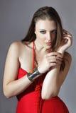 Mooie Jonge vrouw in rode kleding stock fotografie