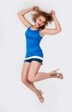 Mooie jonge vrouw in sprong Royalty-vrije Stock Foto's