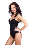 Mooie jonge vrouw in zwarte bikini Royalty-vrije Stock Afbeeldingen