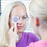 Mooie, jonge vrouwelijke patiënt stock fotografie