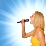 Mooie jonge zanger royalty-vrije stock foto's
