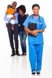 De Afrikaanse familie van de verpleegster Royalty-vrije Stock Afbeeldingen