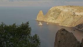 Mooie Kaap Fiolent Heracleanschiereiland op de zuidwestenkust van de Krim stock videobeelden