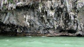 Mooie kalksteen en overzees in Thailand stock footage