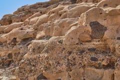 Mooie kalksteenrots met vormen en gaten in Ajuy, Fuerteventura royalty-vrije stock afbeelding