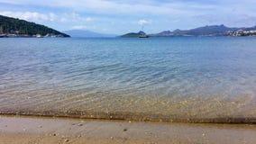 Mooie kalme blauwe baai royalty-vrije stock foto's